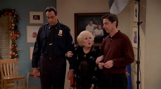 Everybody Loves Raymond 04x11 : The Christmas Picture- Seriesaddict